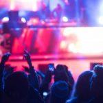 コンサートやパチンコ店で耳鳴りがする原因と治し方