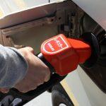 セルフ式でガソリン給油するときの注意点。メリットとデメリットは?